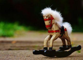 cavallo a dondolo cop