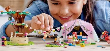 camping-natura-lego-bambina